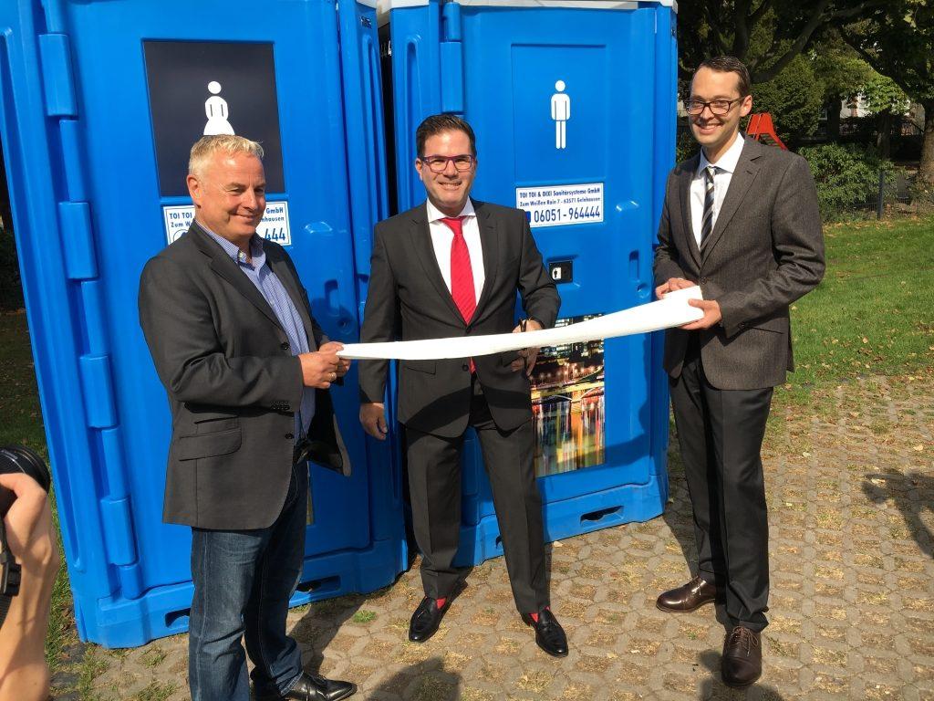 Die Einweihung der DIXI-Toiletten am Frankfurter Mainufer.